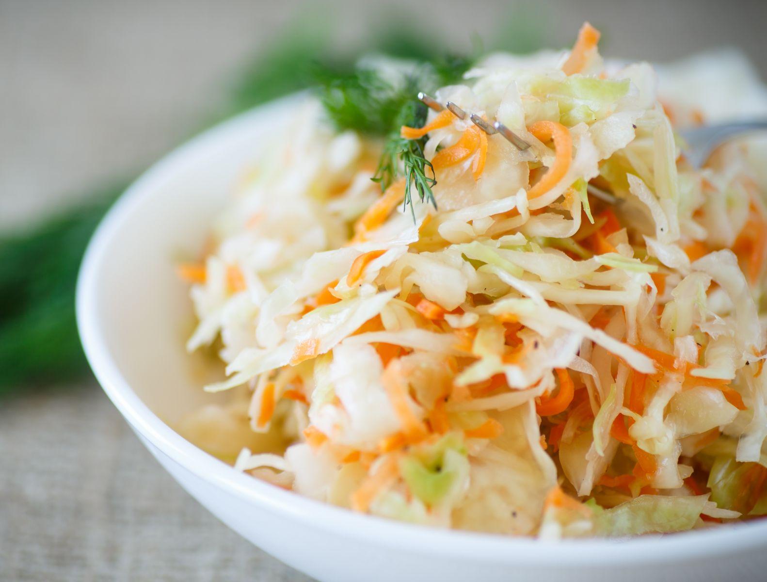 Рецепты салатов с капустой: самое полезное блюдо с витамином С, которым можно заменить любой гарнир - фото №1
